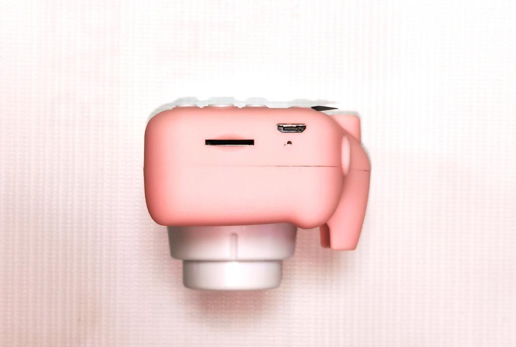 USB вход и слот для карты памяти в фотоаппарате Котик